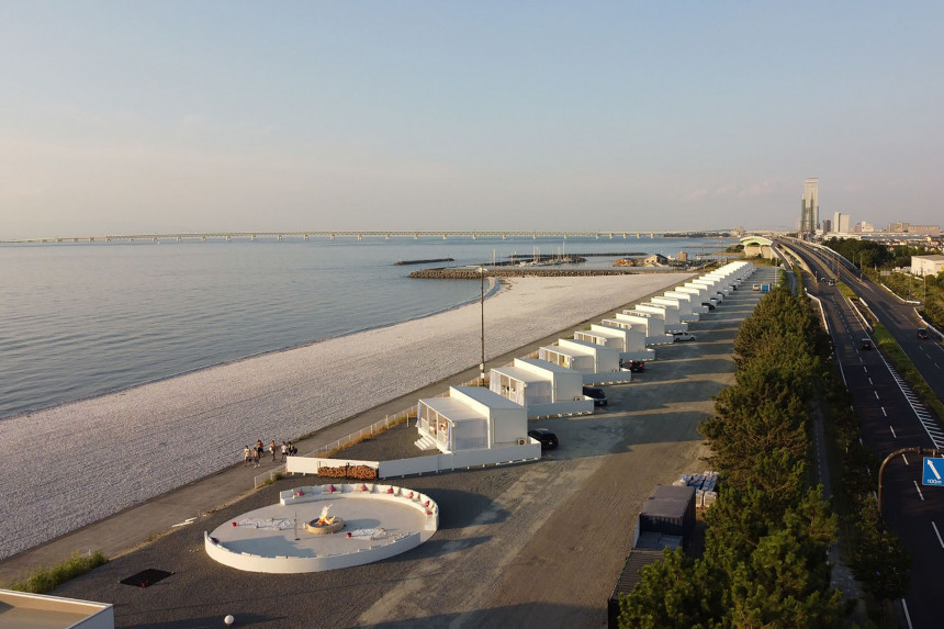 予約殺到のトレーラーホテル。PFIによるビーチリノベーション。