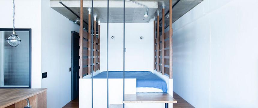 広々した土間とユニークなベッドルームが特徴の開放的な家