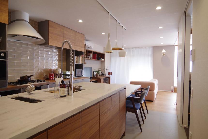 キッチンとオープンオフィス